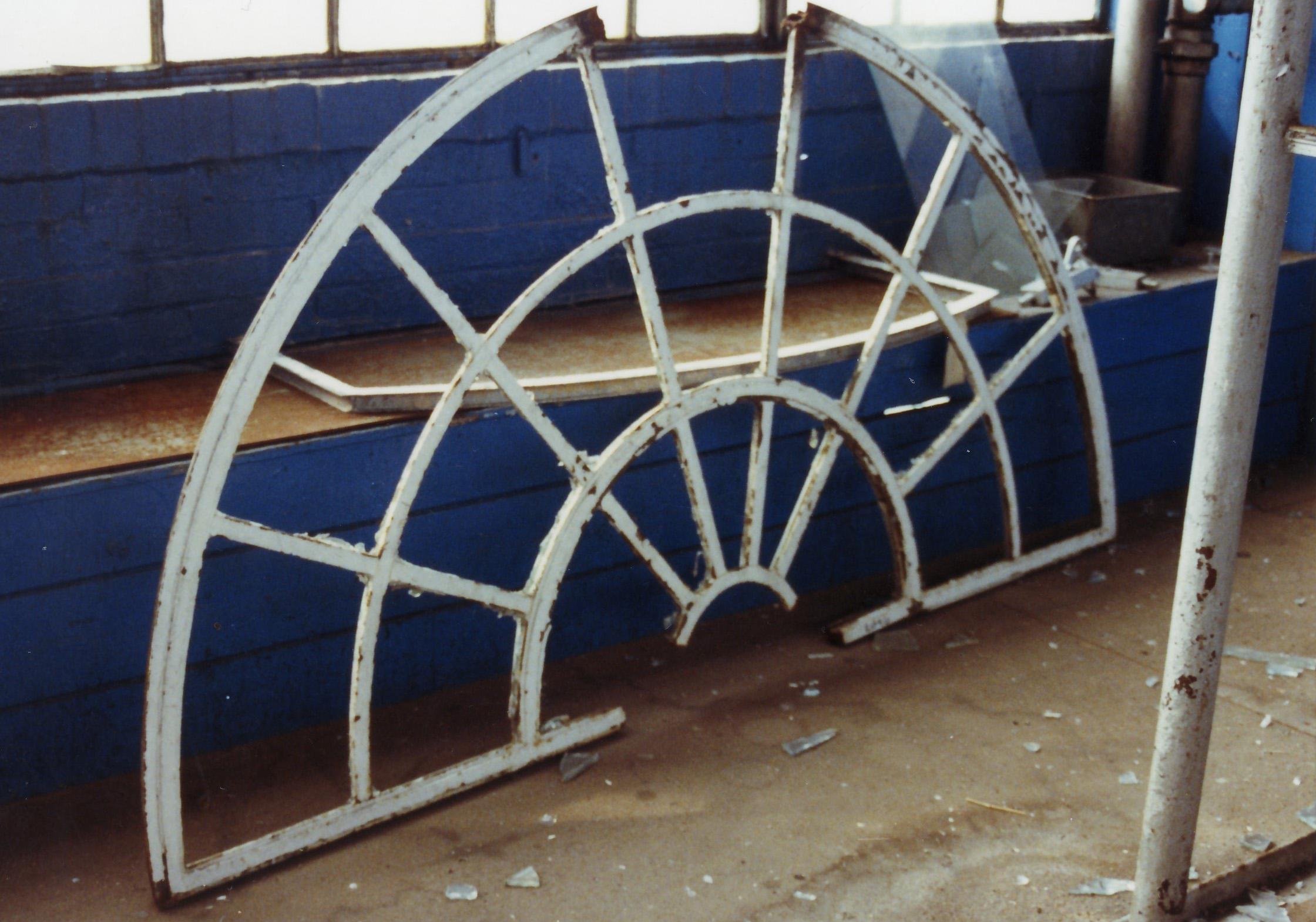 p-064-18-crittalls-semi-circular-frame